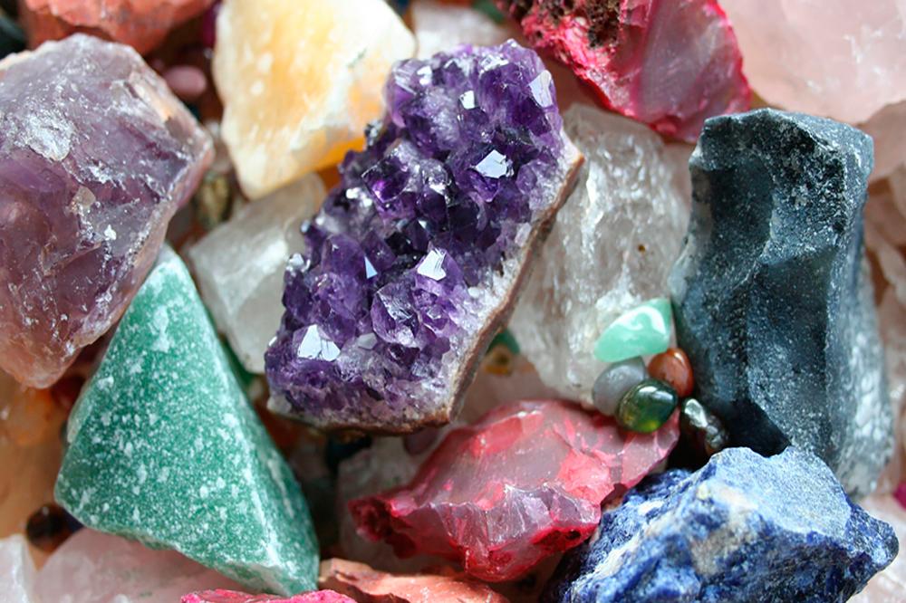 Кому подходят камни Урала: змеевик, чароит, яшма и долерит