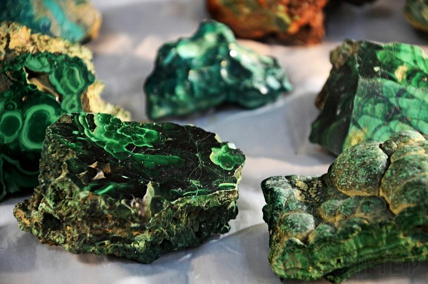 Самоцветы и поделочный камень: чудеса из малахитовой шкатулки