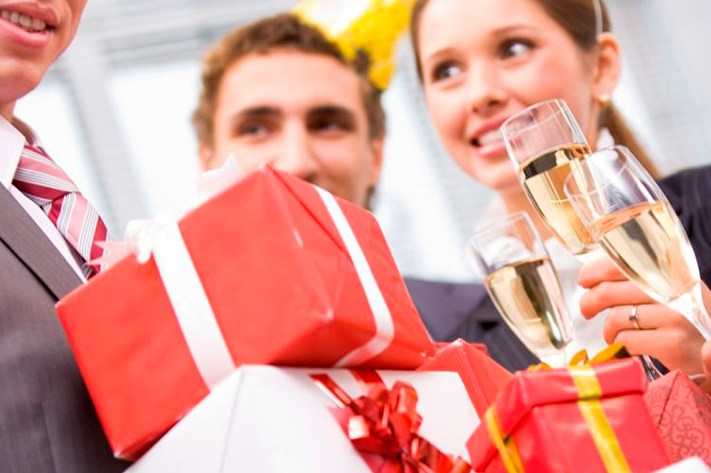 Подарки коллегам на Новый 2018 год: уходим от банальностей