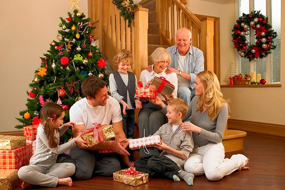 Подарок родителям на новый год: ищем душевные сувениры