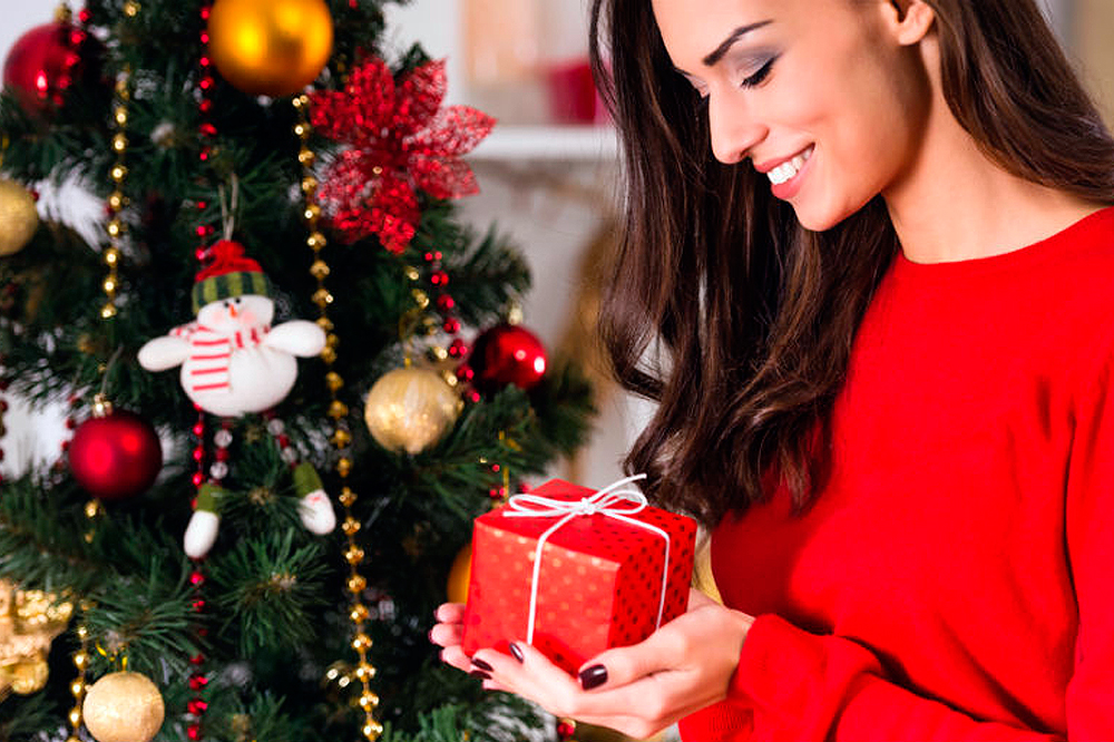 Подарок жене на новый год: выбираем оригинальные сюрпризы