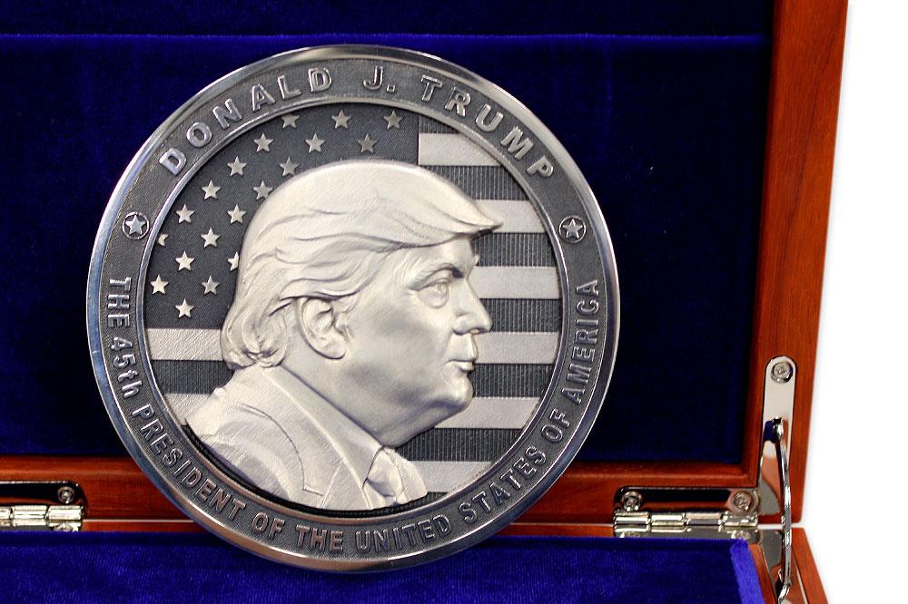 """Медальная монета """"Трамп"""""""