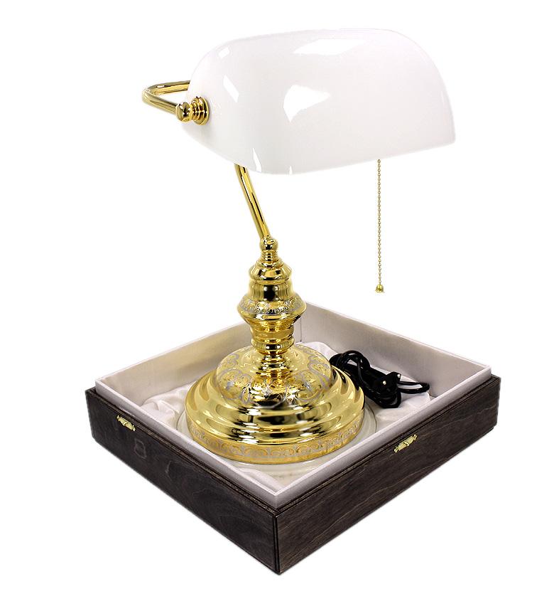 Лампа настольная рабочая на мраморе